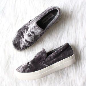 STEVE MADDEN Ecntrcv Slip-On Sneaker in Grey